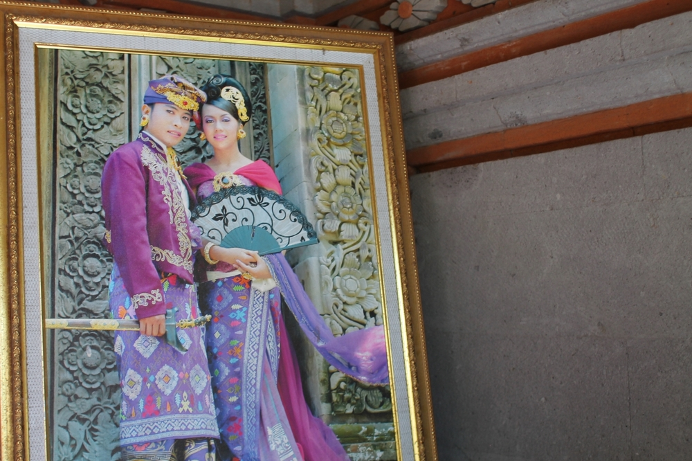 My hosts' wedding portrait. How freaking gorgeous!? // Agus Homestay