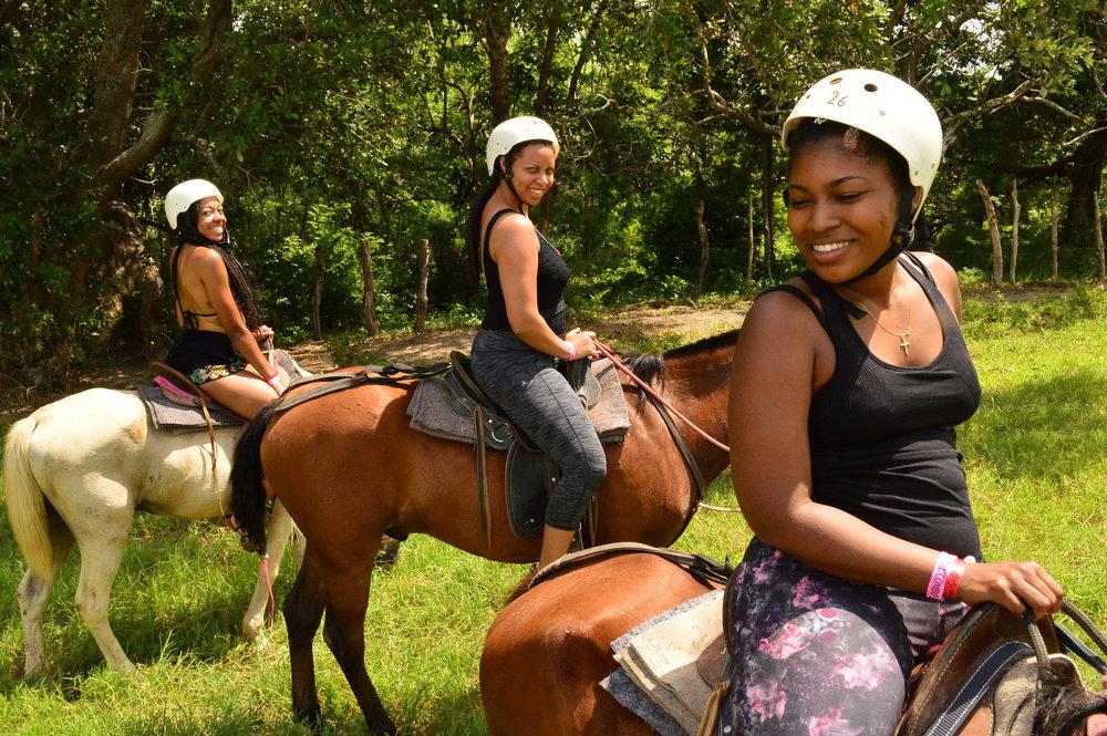 horseback-riding-liberia-costa-rica-tamarindo