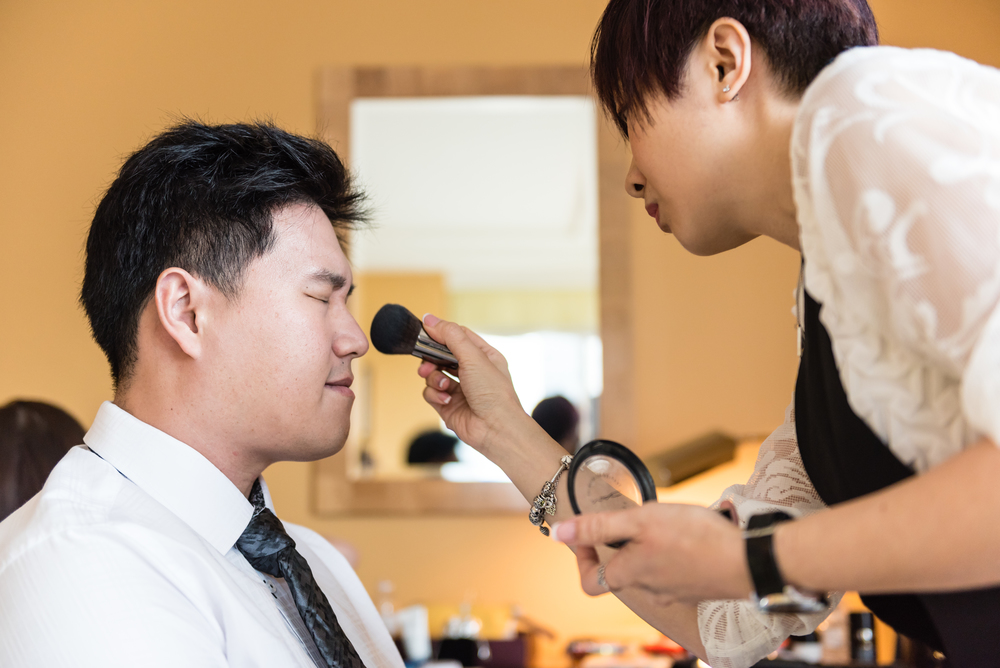 It's always amusing to see guys frown when putting on makeup :P