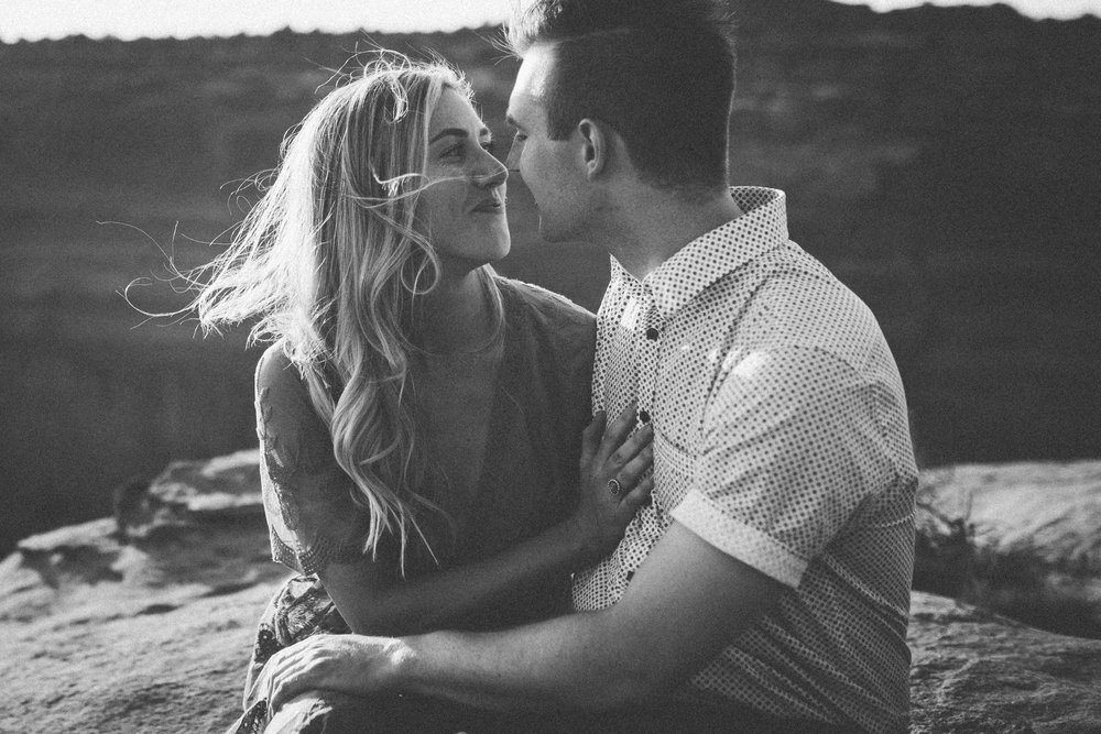 moab utah engagement session adventure dead horse point