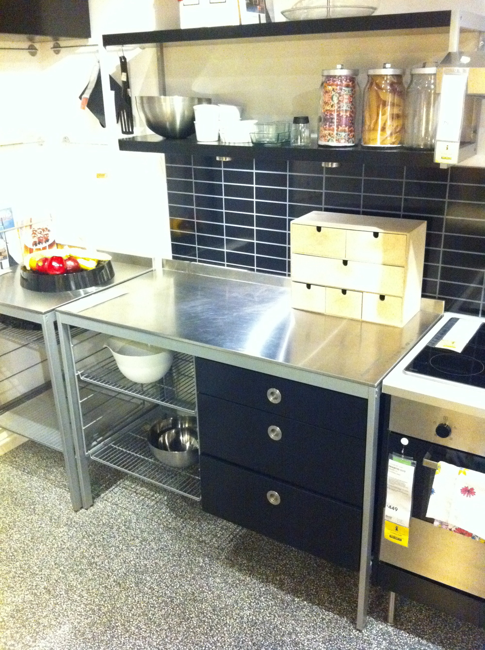 The under bench draws and cupboards are going to be great in the workhshop