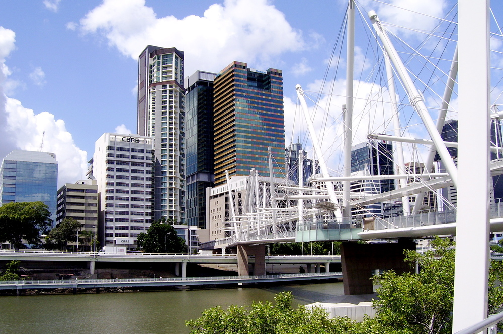 https://upload.wikimedia.org/wikipedia/commons/0/0b/Kurilpa_Bridge_with_Brisbane_CBD_behind.JPG