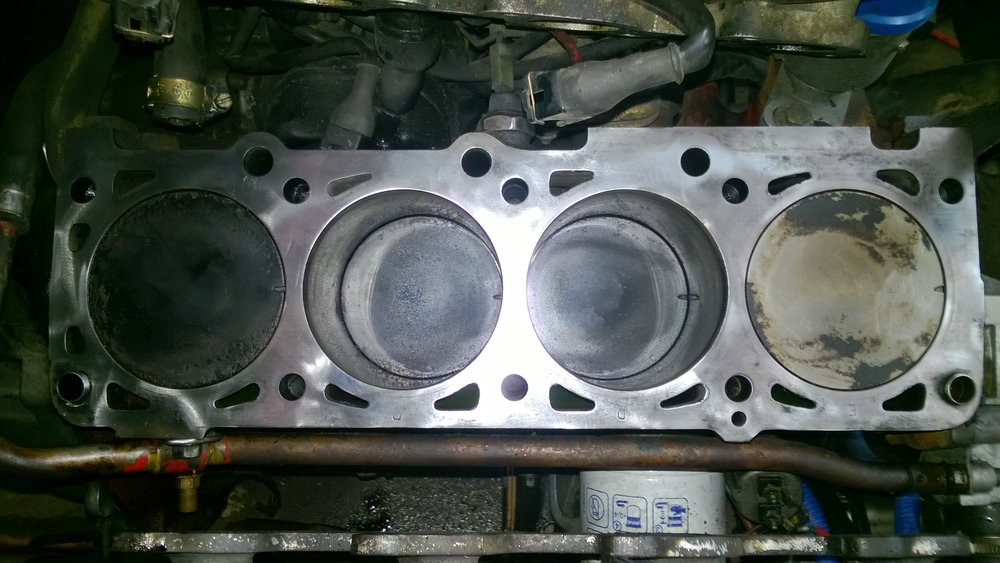 Flat top pistons
