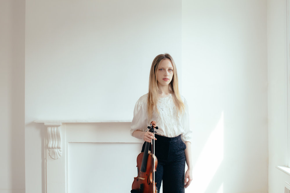 ISABEL HEDE - VIOLINIST-  STYLISH HACKNEY PORTRAIT SHOOT