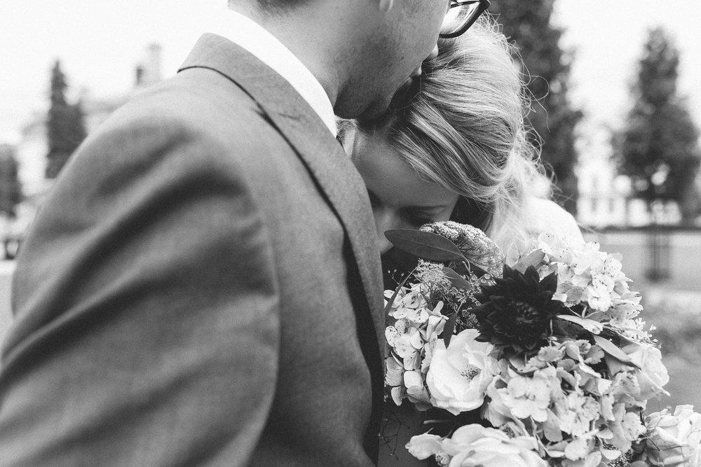 creative relxed birmingham wedding photography-53.jpg