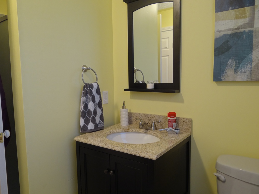 Lower level 3-pc bath with laundry