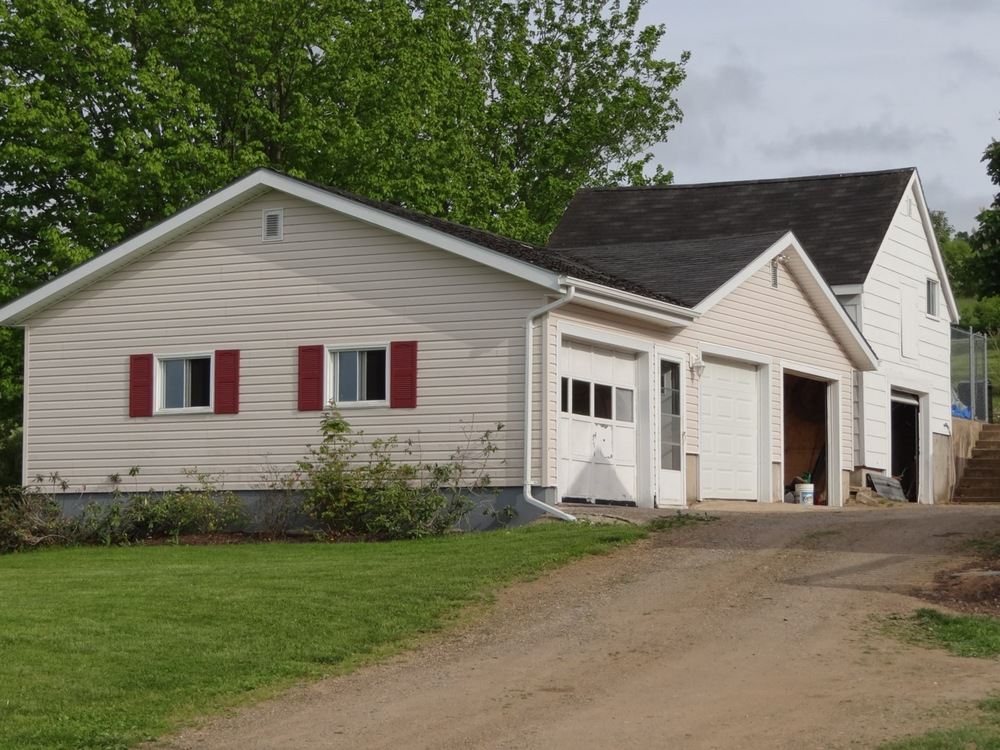 Two garage buildings 4-Car