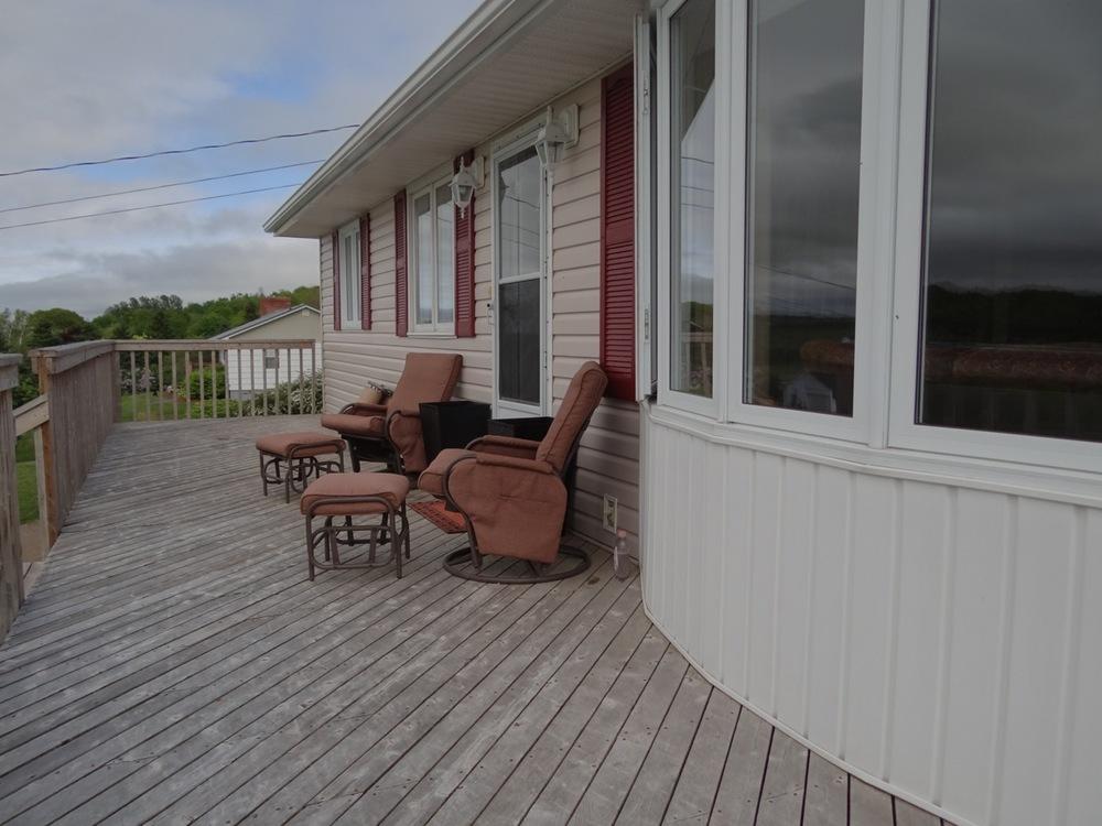 Front full length deck