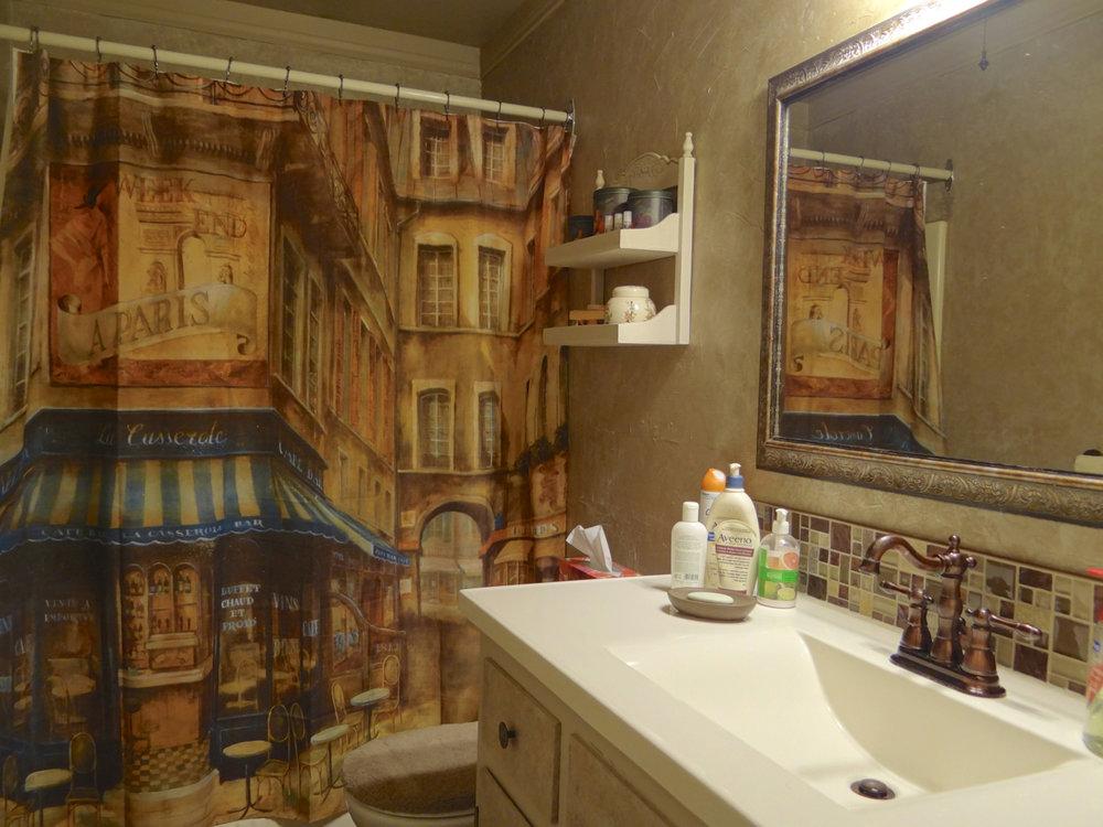 Main Floor bath 4pc.