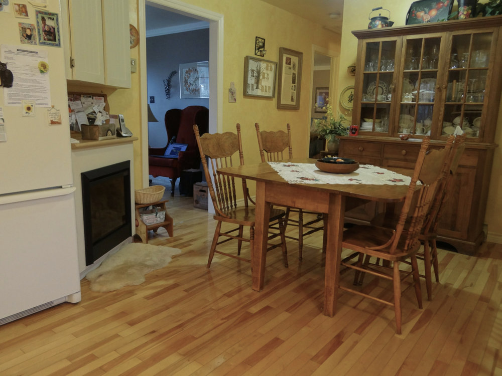 Eating Area (Main Floor)