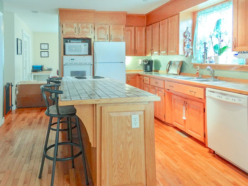1558 Meghan Dr - kitchen-101.jpg