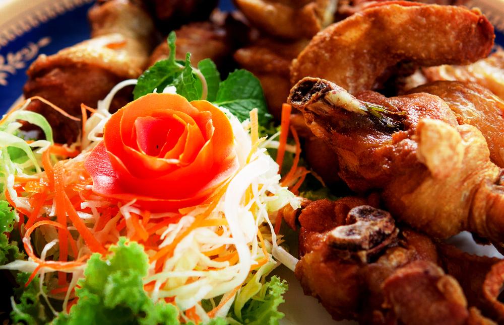 ไก่ทอดสมุนไพร (Fried Chicken with Thai Herb)
