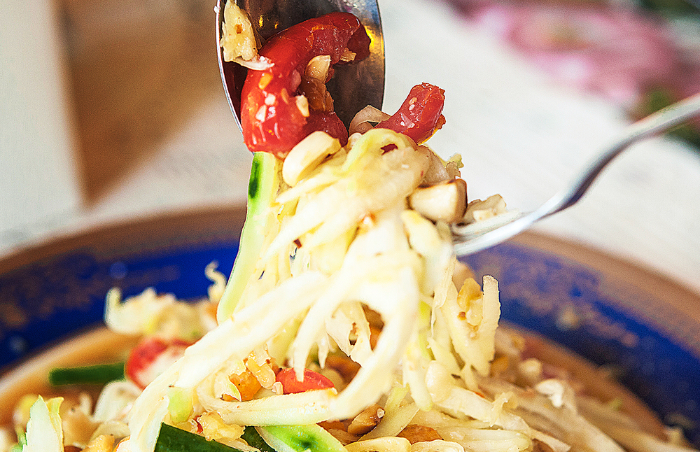 "ส้มตำ (Green Papaya Salad : ""Som Tum"")"
