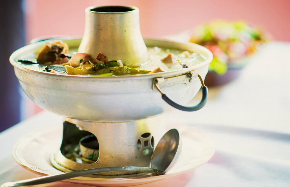 ต้มยำไก่น้ำมะดัน (Hot and Sour Chicken Soup with Garcinia)