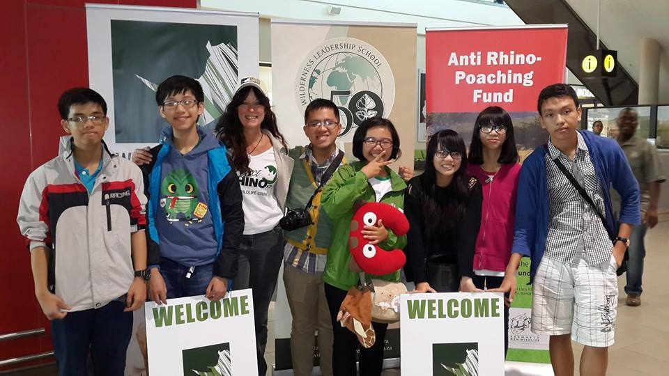 Vietnamese youth arrived at Durban airport, preparing for their 3 days activities at the summit