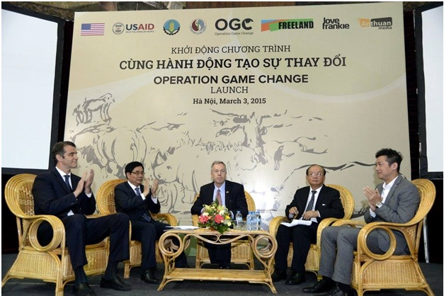 In this picture, seated from left to right: Steven Galster - Freeland Foundation Director, Cao Duc Phat - Minister of the Agricultural Development, Theodore G. Osius - USA Ambassador in Vietnam, H. E. Bui Cach Tuyen - Vice Minister of the Natural Resources and Environment and celebrity Vu Anh Tuan.