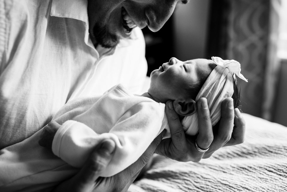 Newborn-Photographer-Lifestyle-Photography-Pittsburgh-Rachel-Rossetti-In-Home-Father