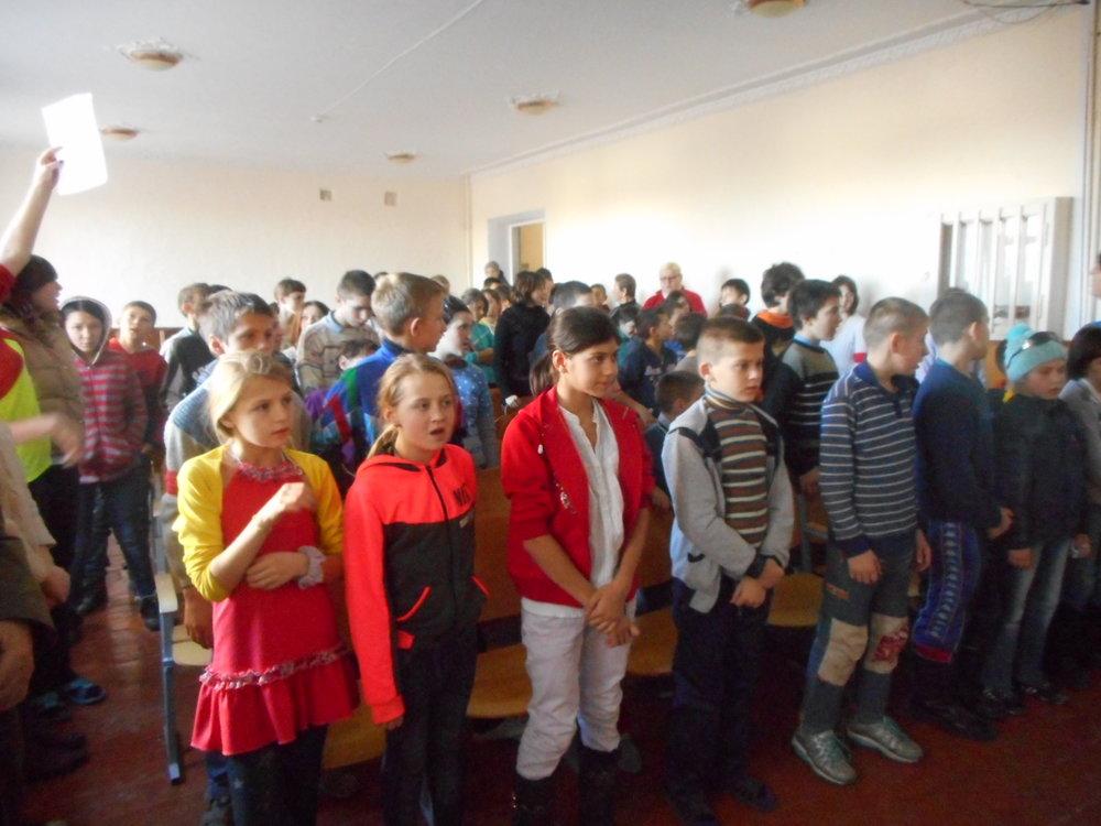 Asta-i grupa mare de copii din cl.5-10..JPG