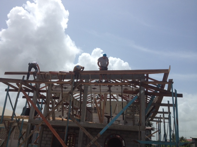 setting the roof.JPG