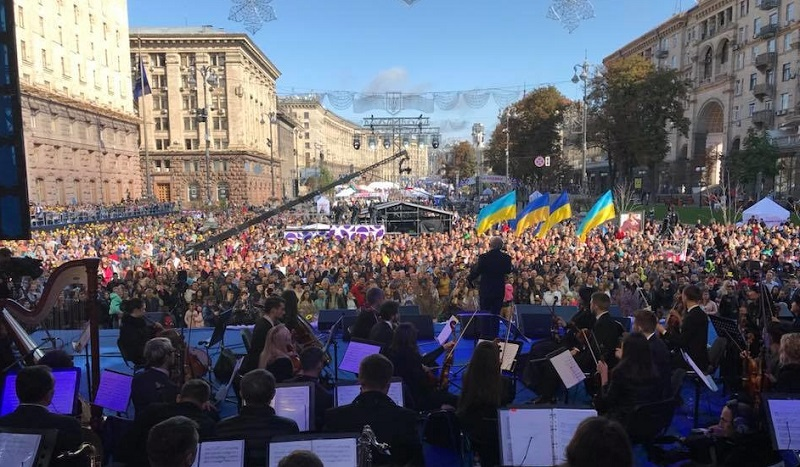 Ziua multumirii la Kiev pe peata centrala a orasului.jpg