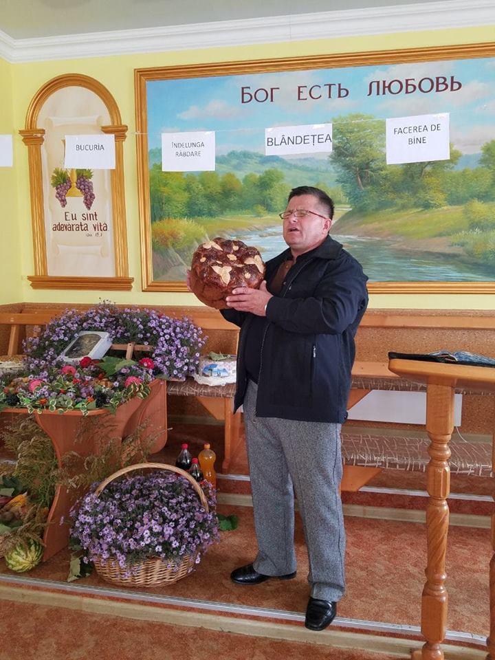 Fr.Vasile Preutesa la sarbatoarea Secerisuluiin bis.Fagadau.jpg