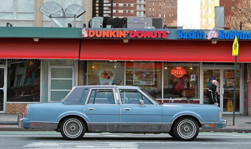 1984 Lincoln Town Car Signature Series Sedan 001.jpg