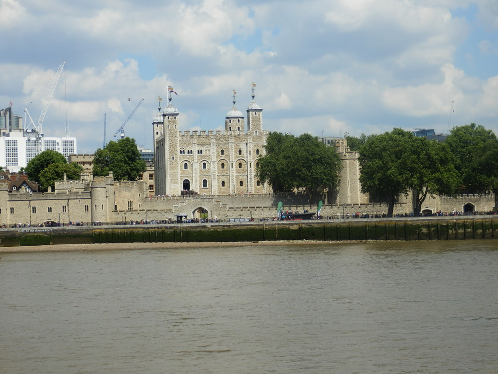 tower_of_london_across_thames