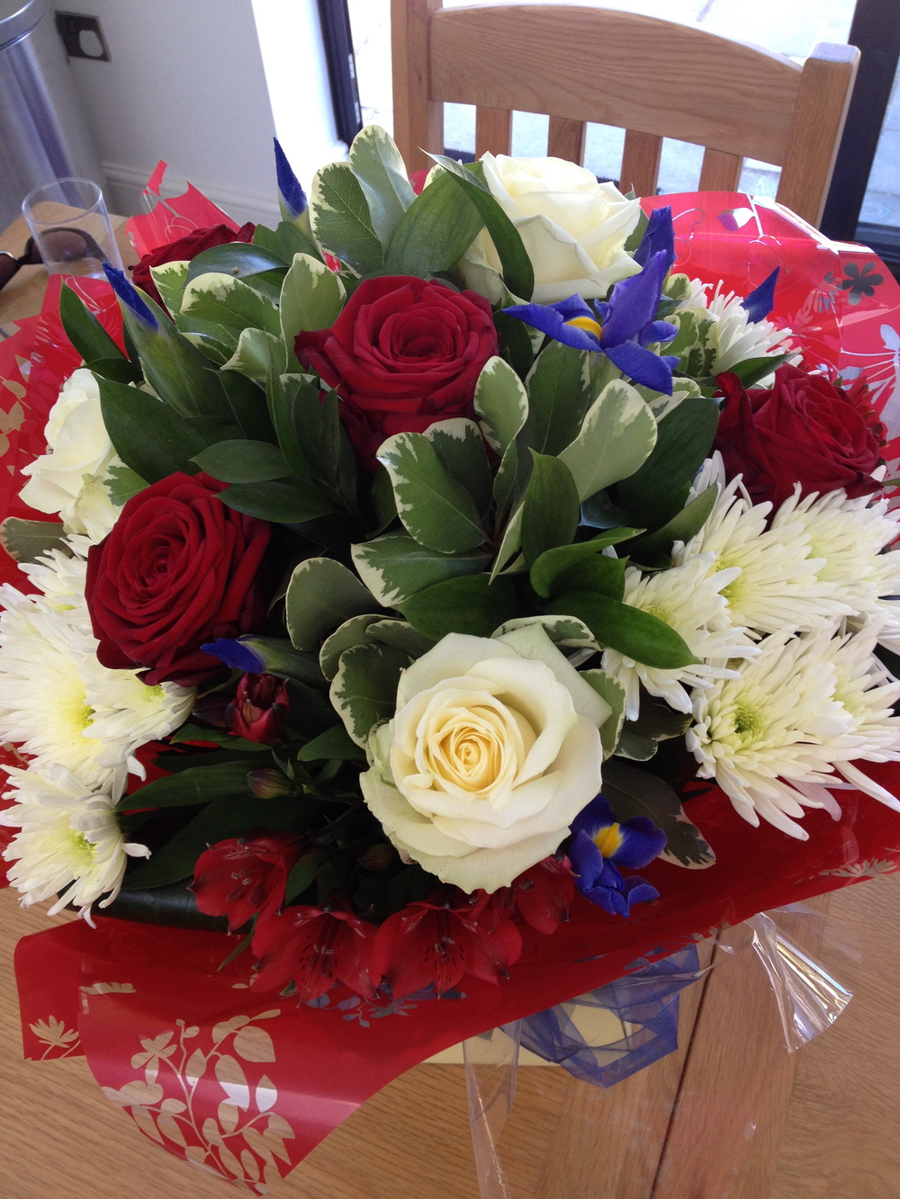 red_white_blue_4th_bouquet