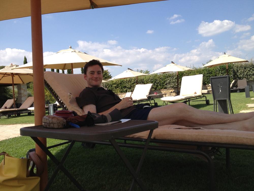 M_poolside_Tuscany_villa