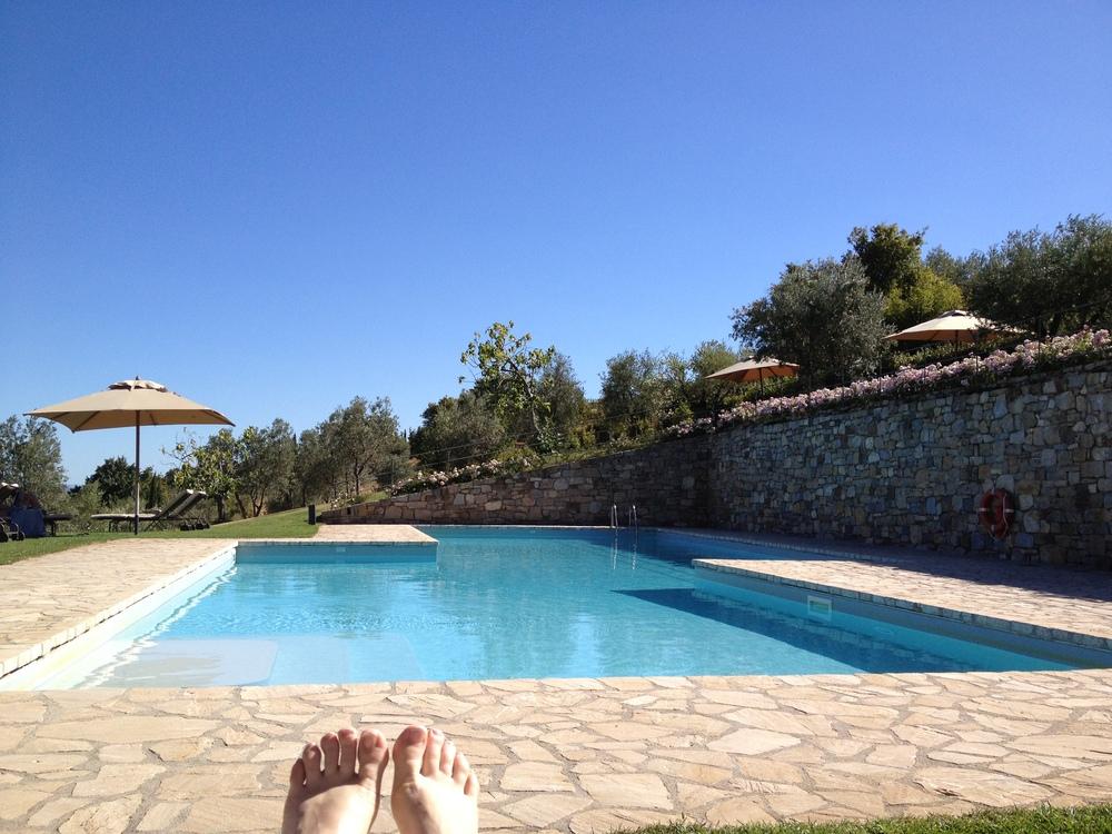 happy_feet_Tuscany_poolside