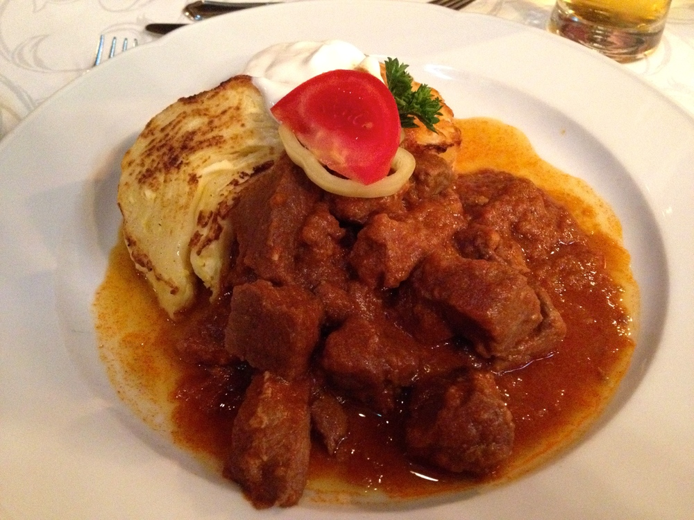 Veal goulash with oven-baked curd cheese noodles at Mâtyâs Pince