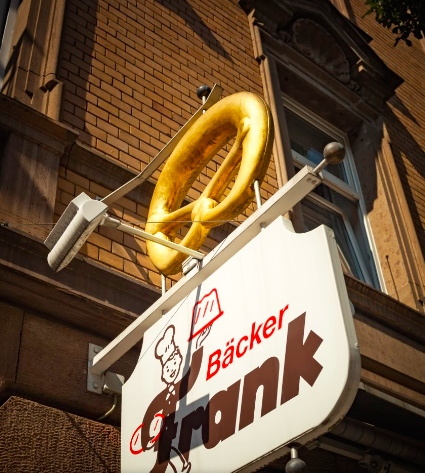 The golden pretzel of  Bäckerei Frank .
