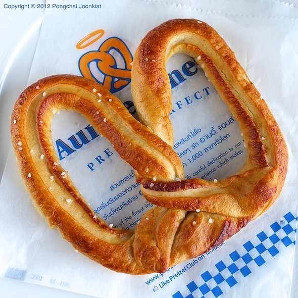 American pretzel at  Auntie Anne's  (Image borrowed from  foodspotting.com )