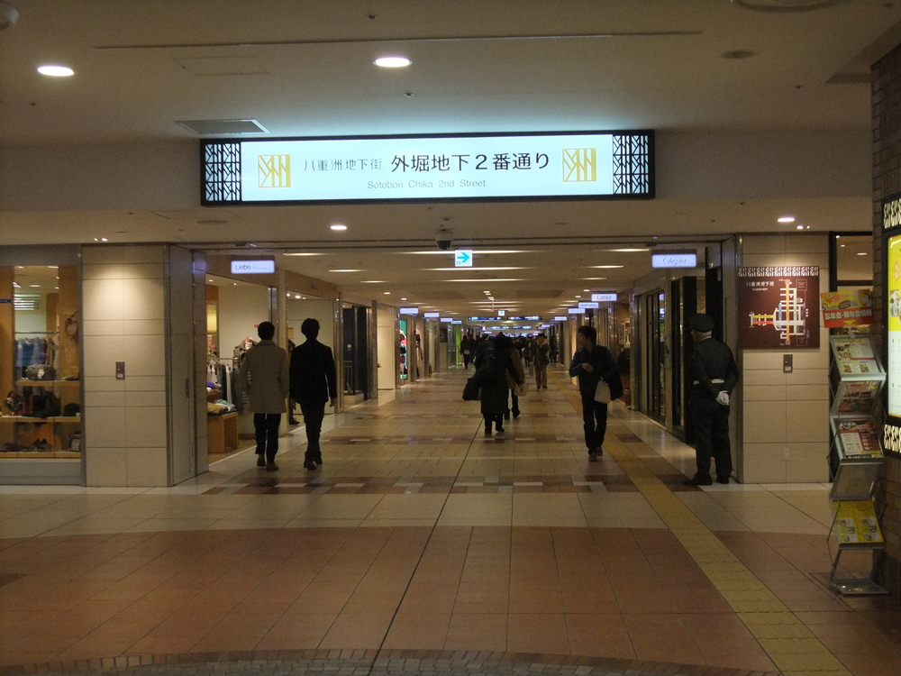 The shopping mall below Tokyo Station