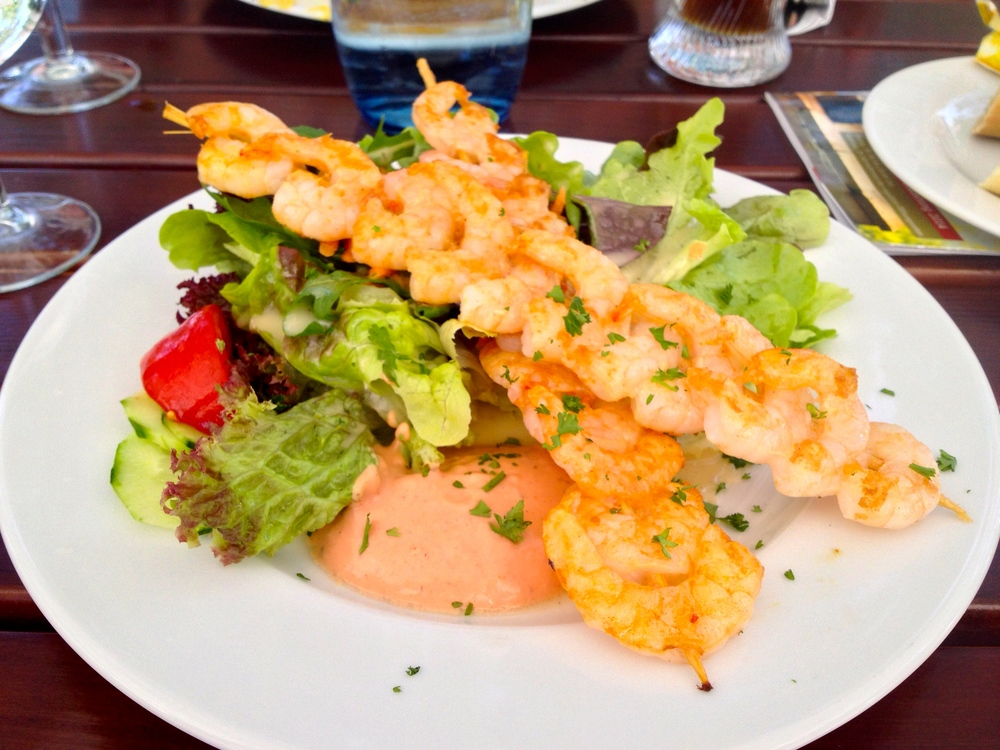 Grilled shrimp skewers with a salad and remoulade