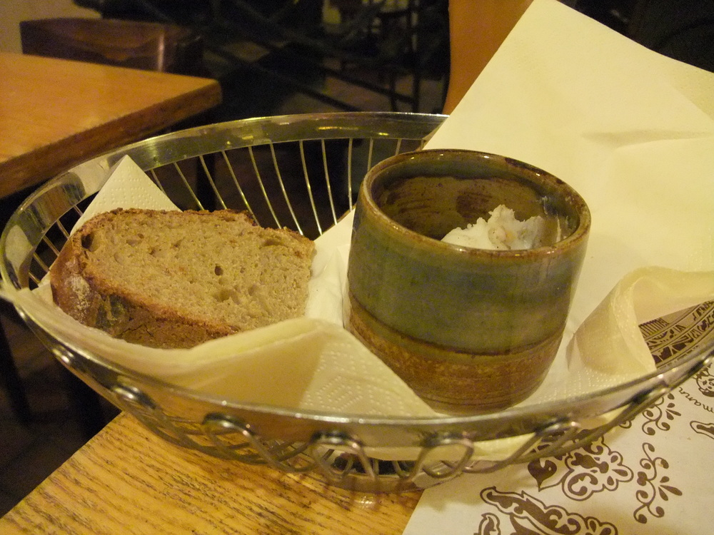 Bread with lard and cracklings