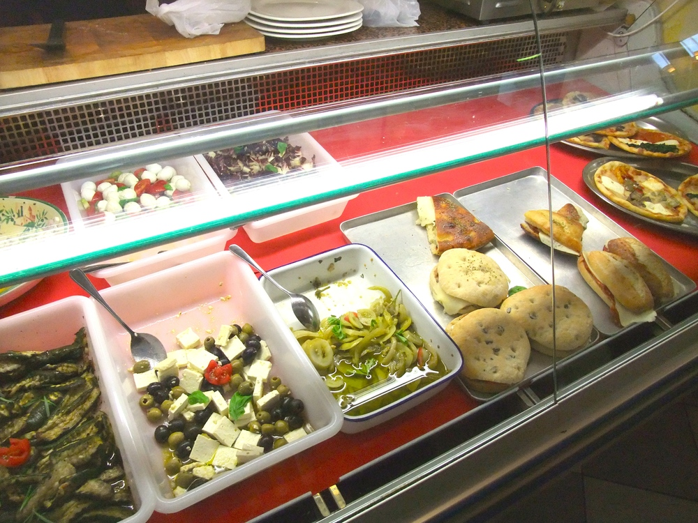 The food case inside Divino