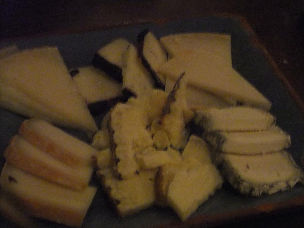 Cheese platter at La Vinateria del Call