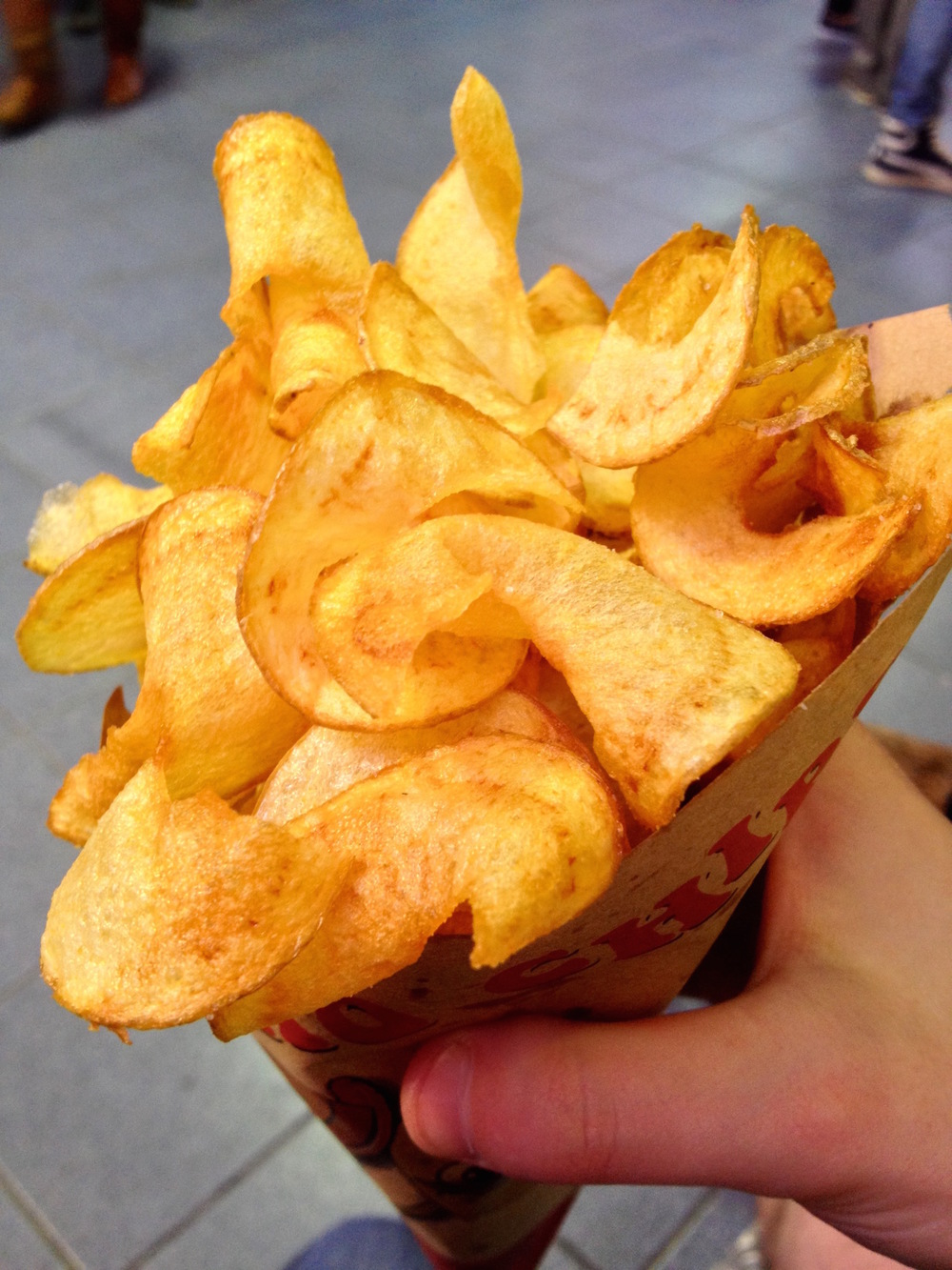 Fresh fried potato chips