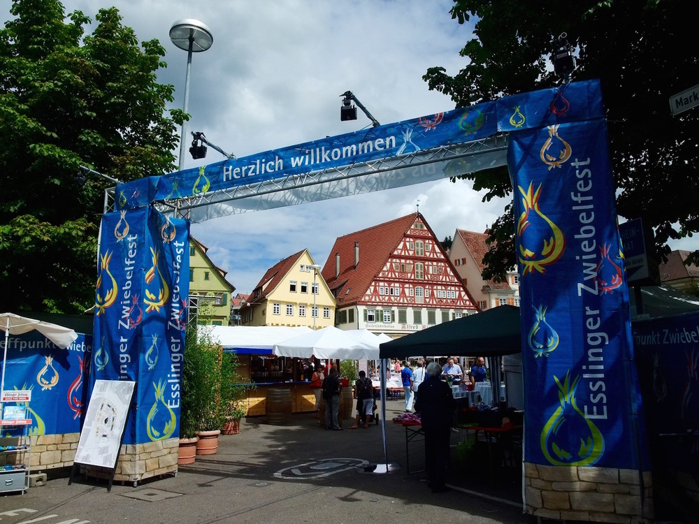 The entrance to the  Esslinger Zwiebelfest  in the  Marktplatz