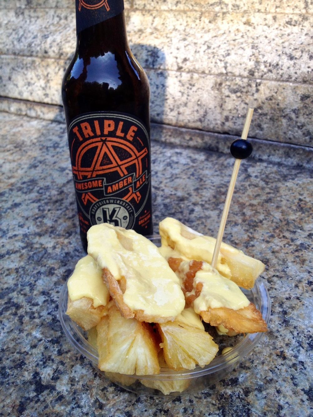 Craft beer from Böblingen and Manioc fries with pepper sauce from Peruvian Brothers at the Street Food Market Stuttgart on Thursdays