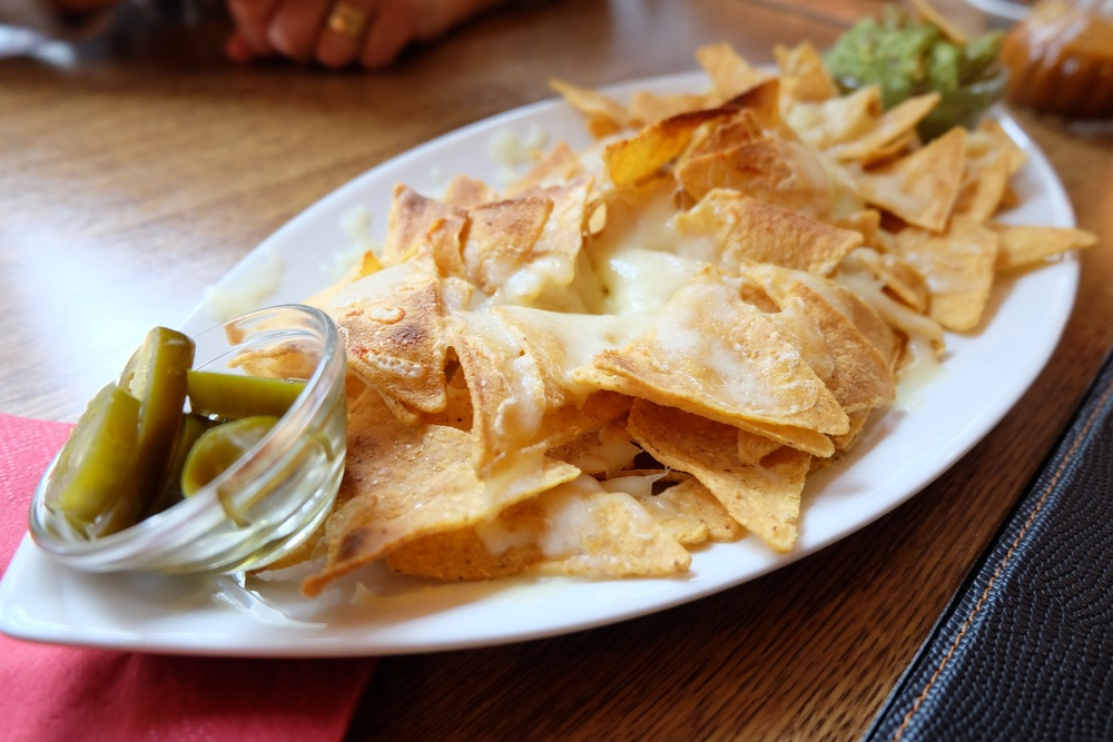 Appetizer chips and guacamole