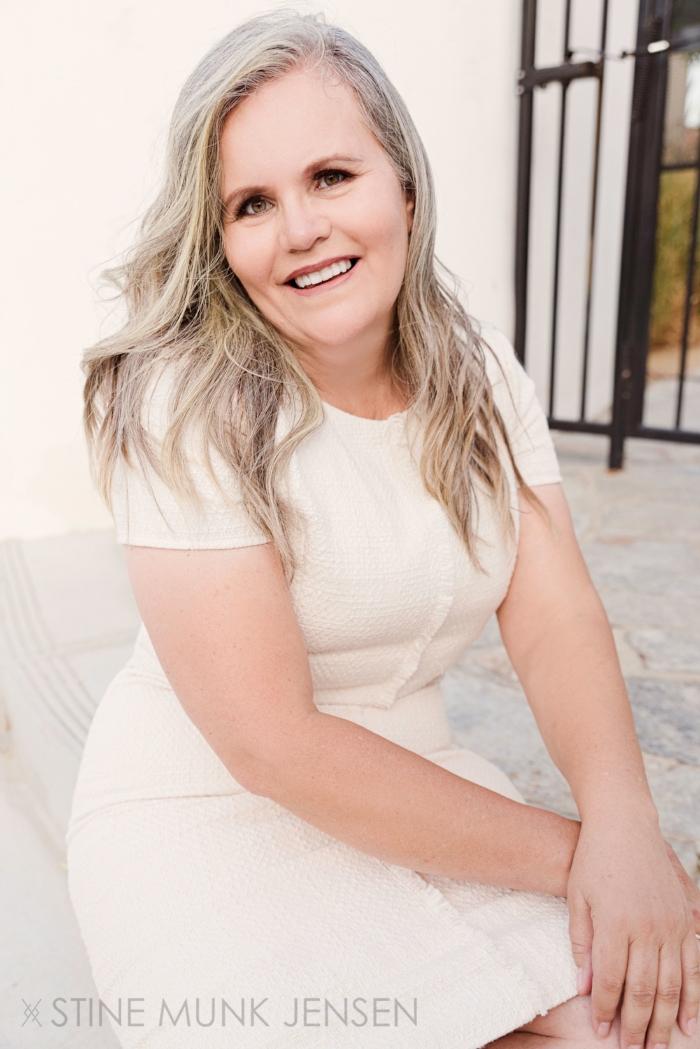 sydney-portrait-photographer-white-dress-woman