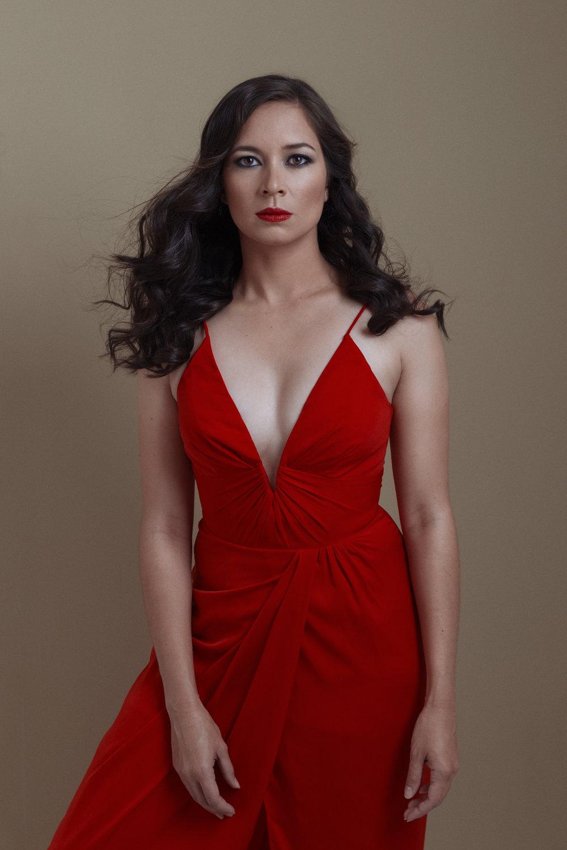 portrait-tara-red-dress