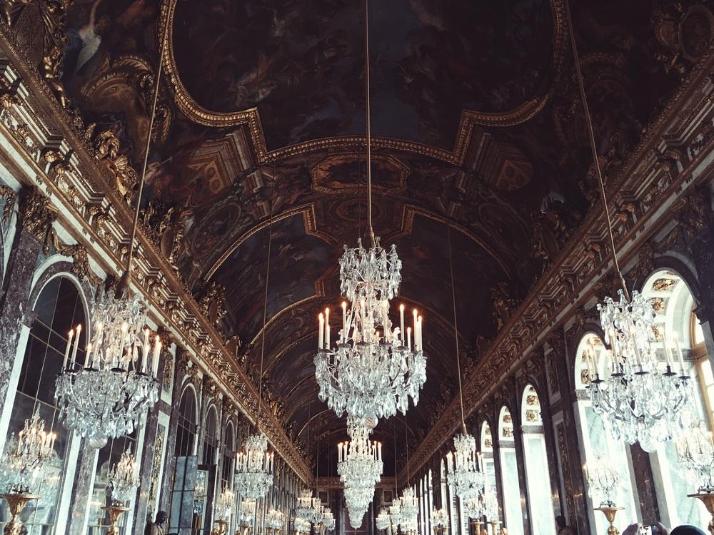 夢をみさせてくれるベルサイユ宮殿で撮った一枚。行くべし。