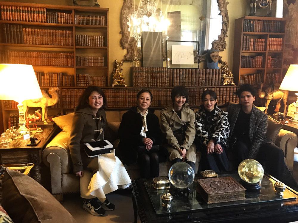 日本のモードファッション誌を牽引するエディターの皆様と一緒にアパルトマンツアーに参加させてもらった。