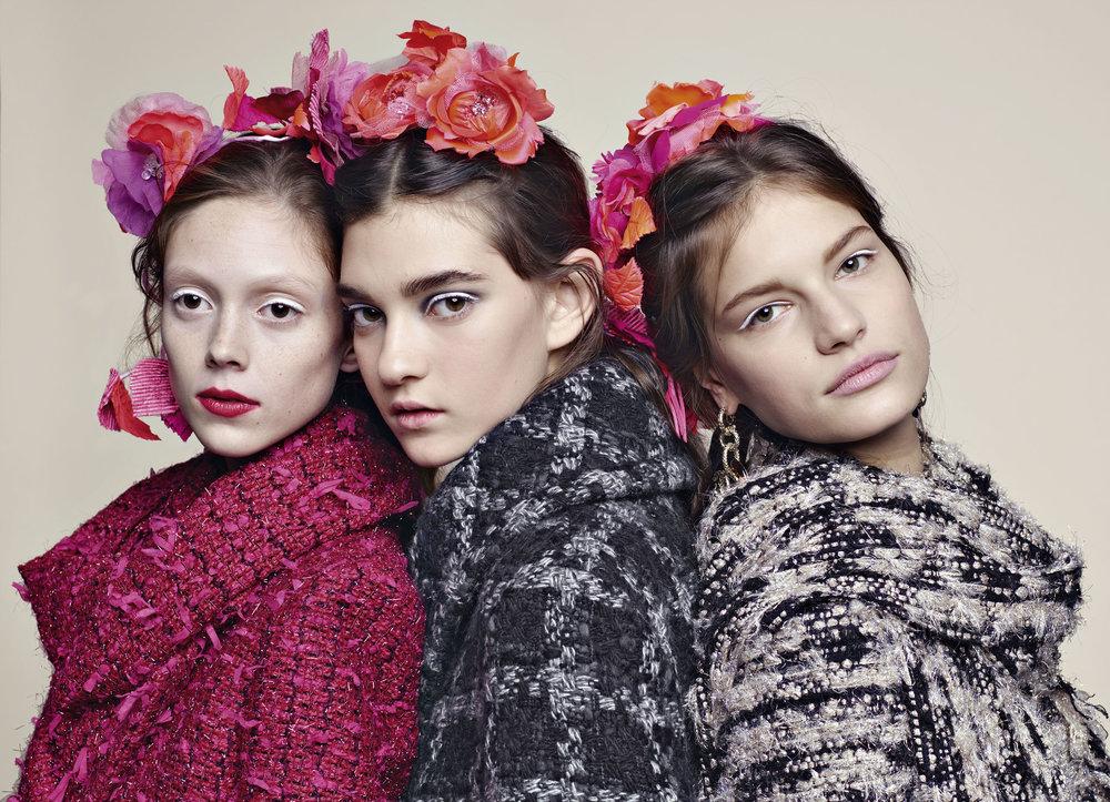 いつもならばカメリアの花をショーに使っているが、今回はあえてローズに。Chanel No.5の香水もローズだからここでもブランドDNAがリンクする。オフィシャル写真より