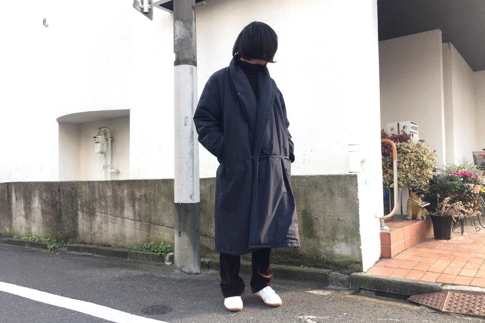 島村くんのアウトフィット。コートは「Sasquatchfabrix」 、インナーは「Yohji Yamamoto」 、パンツは「Martin Margiela」のもの。