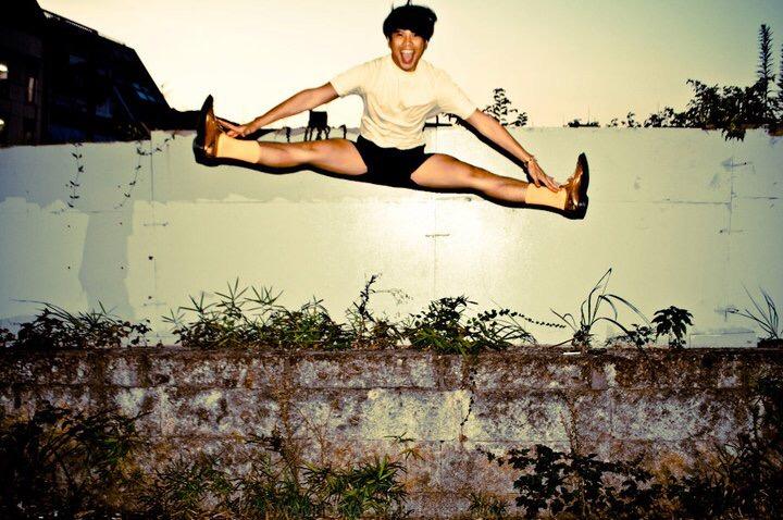これは大学卒業後、上京したての22歳のときに、アルバイトとしてアメアパに入った頃の写真。開脚度やばめ