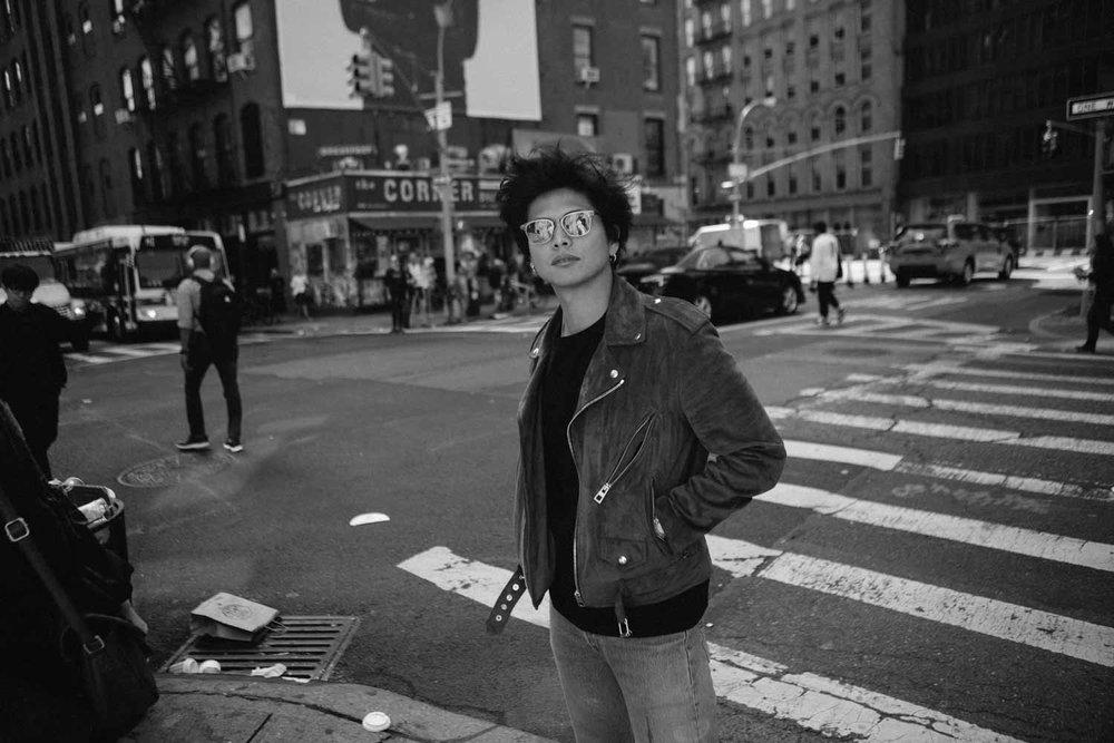ニューヨークのSOHO、自宅付近で撮り下ろした写真もあります!(太った写真から成長した振り幅も表現されています。w)photos by 瀬尾宏幸